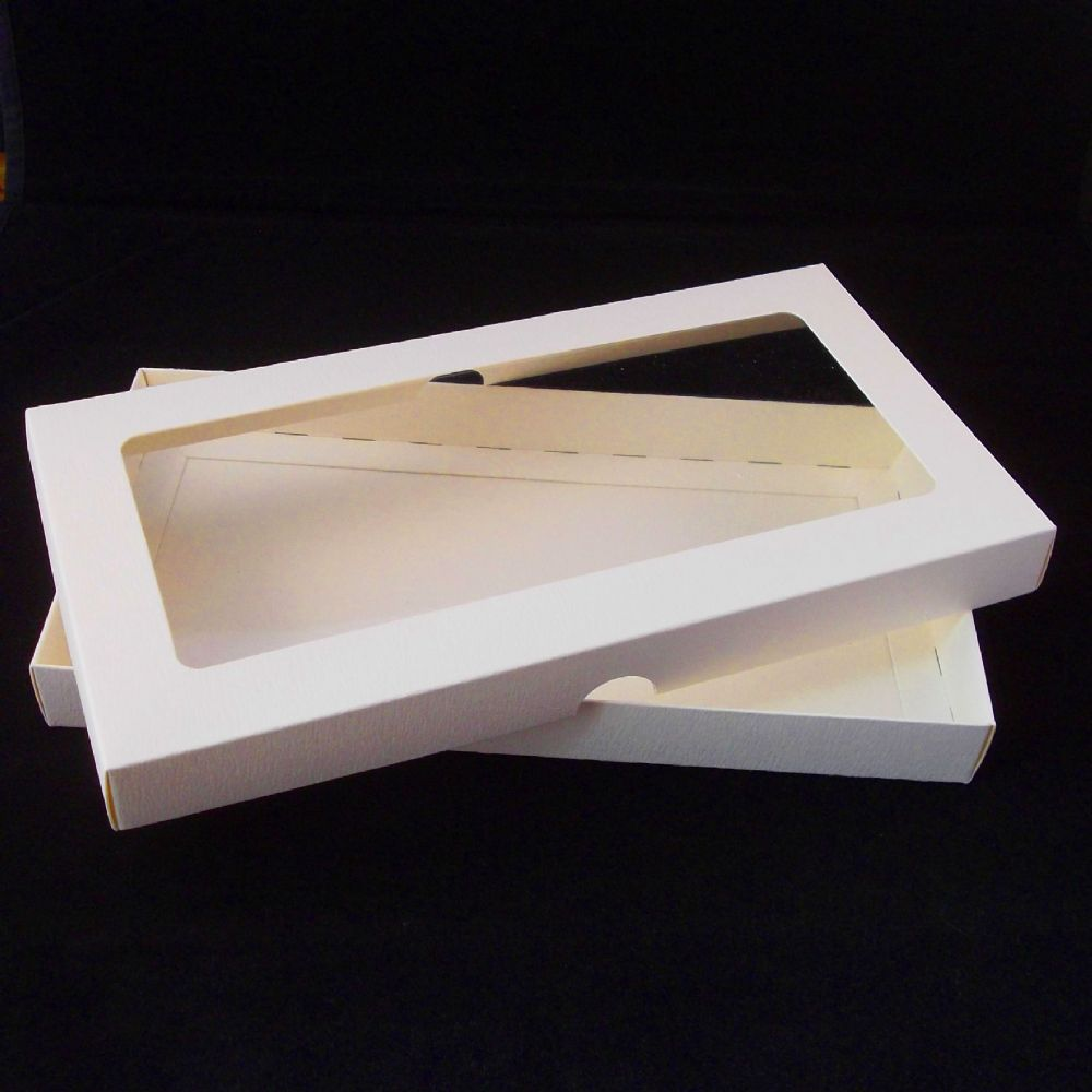 Dl Ivory Greeting Card Boxes With Aperture Lid